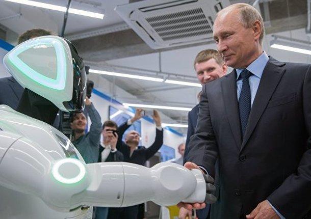 Поздоровавшийся с президентом робот стал соведущим бизнес-форума в Москве